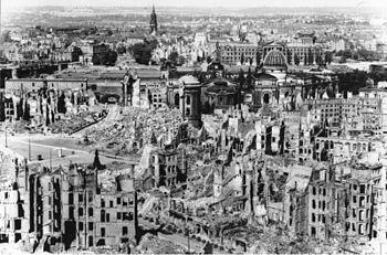 350px-Bundesarchiv_Bild_146-1994-041-07,_Dresden,_zerstörtes_Stadtzentrum